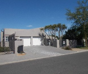 R 2,795,000 - 3 Bed Property For Sale in Vredekloof Heights
