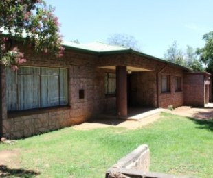 R 1,100,000 - 4 Bed House For Sale in Kempton Park
