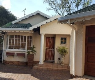 R 1,390,000 - 3 Bed House For Sale in Farrarmere