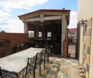 R 2,695,000 - 3 Bed Property For Sale in Heritage Hill