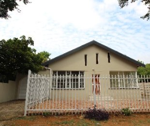 R 735,000 - 3 Bed House For Sale in Claremont