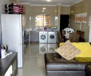 R 975,000 - 2 Bed Flat For Sale in Rooihuiskraal
