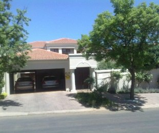 R 3,200,000 - 4 Bed House For Sale in Muckleneuk