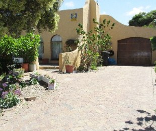 R 1,100,000 - 4 Bed House For Sale in Lotus River