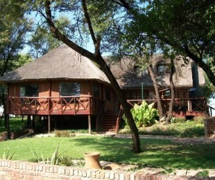 R 2,200,000 - 3 Bed Smallholding For Sale in Bothaville