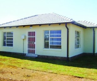 R 399,000 - 2 Bed House For Sale in Lenasia South