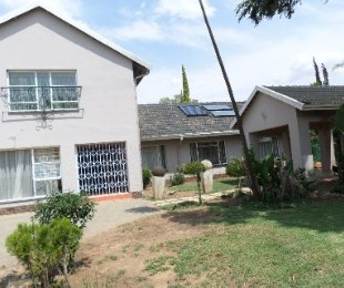 R 950,000 - 3 Bed Property For Sale in Jim Fouchepark