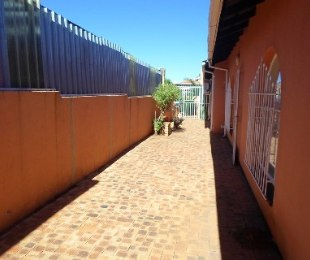 R 55 -  Commercial Property For Sale in Killarney Gardens