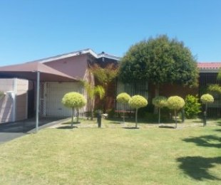 R 1,650,000 - 3 Bed House For Sale in Brackenfell