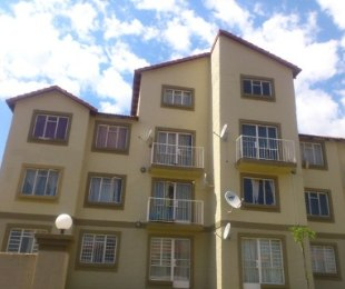 R 580,000 - 2 Bed Property For Sale in Ormonde