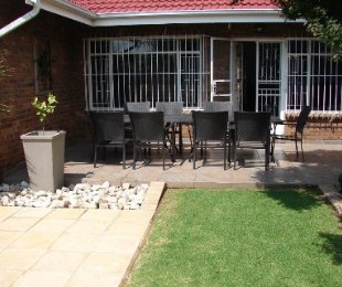 R 2,400,000 - 3 Bed House For Sale in Lakefield