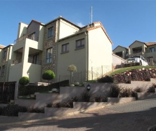 R 15,000 - 3 Bed Property To Rent in Constantia Kloof