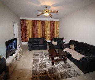 R 495,000 - 2.5 Bed Apartment For Sale in Arcadia