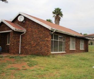 R 950,000 - 3 Bed House For Sale in Heuweloord