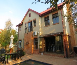 R 2,750,000 - 3 Bed Property For Sale in Heritage Hill