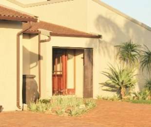 R 2,300,000 - 5 Bed House For Sale in Uvongo