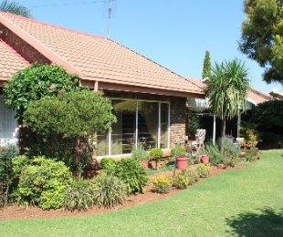 R 1,780,000 - 3 Bed House For Sale in Die Hoewes