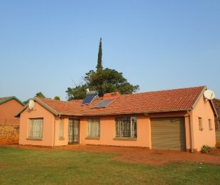 R 675,000 - 3 Bed House For Sale in Lenasia South