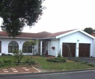 R 1,885,000 - 3 Bed House For Sale in Ferndale