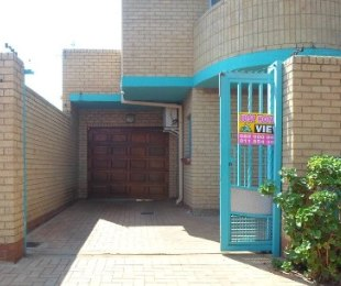 R 3,300,000 - 9 Bed House For Sale in Lenasia