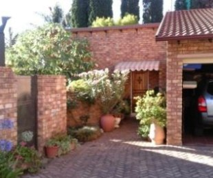 R 1,450,000 - 3 Bed Property For Sale in Glen Marais