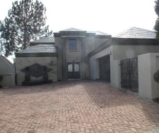 R 30,000 - 3 Bed Property To Rent in Fourways