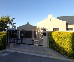 R 2,650,000 - 3 Bed House For Sale in Protea Heights