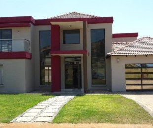 R 2,800,000 - 4 Bed Home For Sale in Amandasig