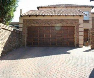R 1,490,000 - 3 Bed House For Sale in Glen Marais