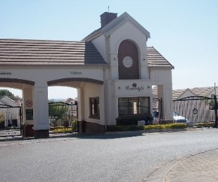 R 33,000 - 3 Bed Property To Rent in Bryanston West