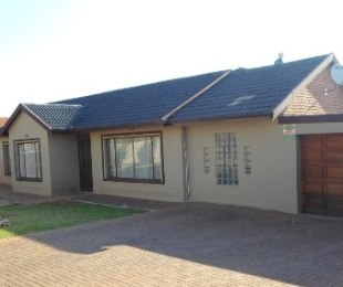 R 979,000 - 3 Bed Property For Sale in Lenasia South