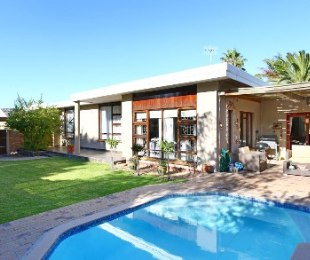 R 2,650,000 - 3 Bed House For Sale in Stellenberg