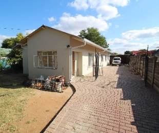R 1,399,000 - 4 Bed Property For Sale in Rietfontein