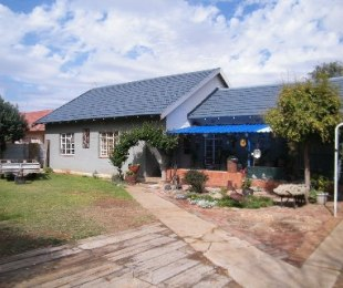 R 450,000 - 3 Bed House For Sale in Dagbreek