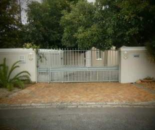 R 2,950,000 - 4 Bed House For Sale in Plumstead