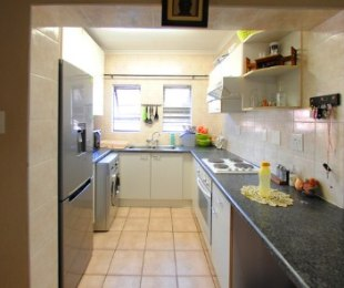 R 680,000 - 1 Bed Flat For Sale in Fourways