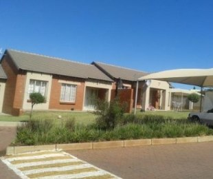 R 906,000 - 3 Bed Home For Sale in Monavoni