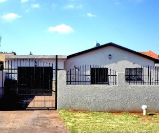 R 750,000 - 3 Bed House For Sale in Lenasia