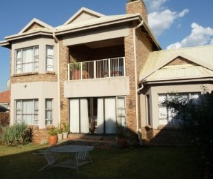 R 2,680,000 - 3 Bed Home For Sale in Heuwelsig