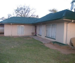 R 598,000 - 3 Bed House For Sale in Dagbreek