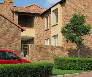 R 860,000 - 2 Bed Flat For Sale in Die Hoewes