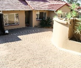 R 1,749,000 - 4 Bed House For Sale in Jukskei Park
