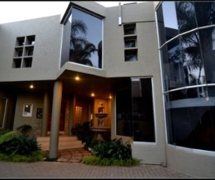 R 4,400,000 - 5 Bed House For Sale in Zwartkop