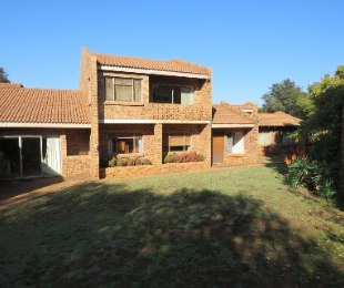 R 12,000,000 - 5 Bed Property For Sale in Die Hoewes