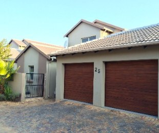 R 2,800,000 - 3 Bed Property For Sale in Eagle Canyon Golf Estate