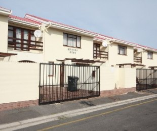 R 8,900 - 3 Bed Apartment To Rent in Strand