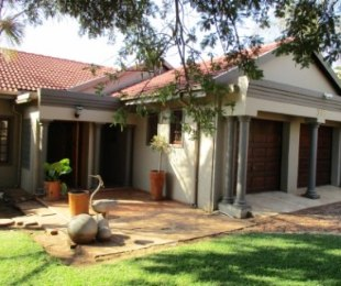 R 2,186,000 - 3 Bed Property For Sale in Zwartkop