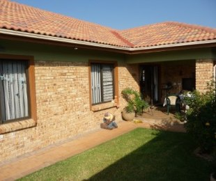 R 1,775,000 - 3 Bed Property For Sale in Amberfield Valley