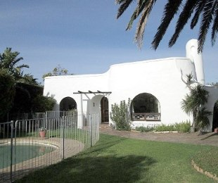R 3,895,000 - 4 Bed House For Sale in Bergvliet