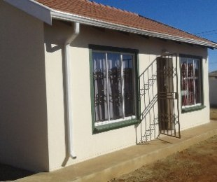 R 490,000 - 2 Bed Property For Sale in Protea Glen
